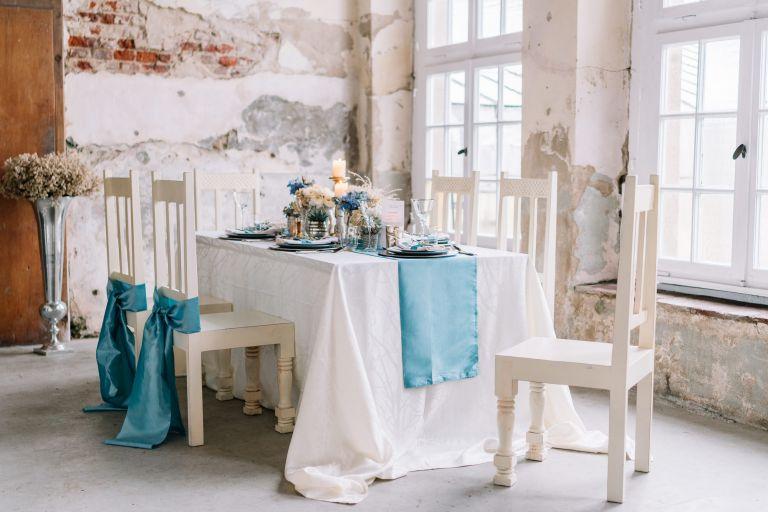 Schloss Diersford Vintage Raum. Hochzeitsinspiration in Blau und Weiß
